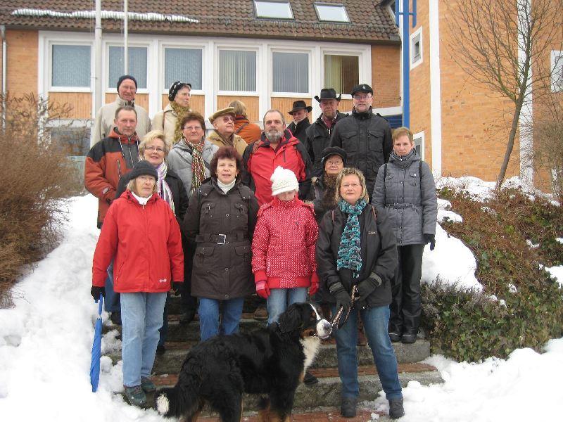 Teilnehmer der Braunkohlwanderung 2010 vorm Rathaus
