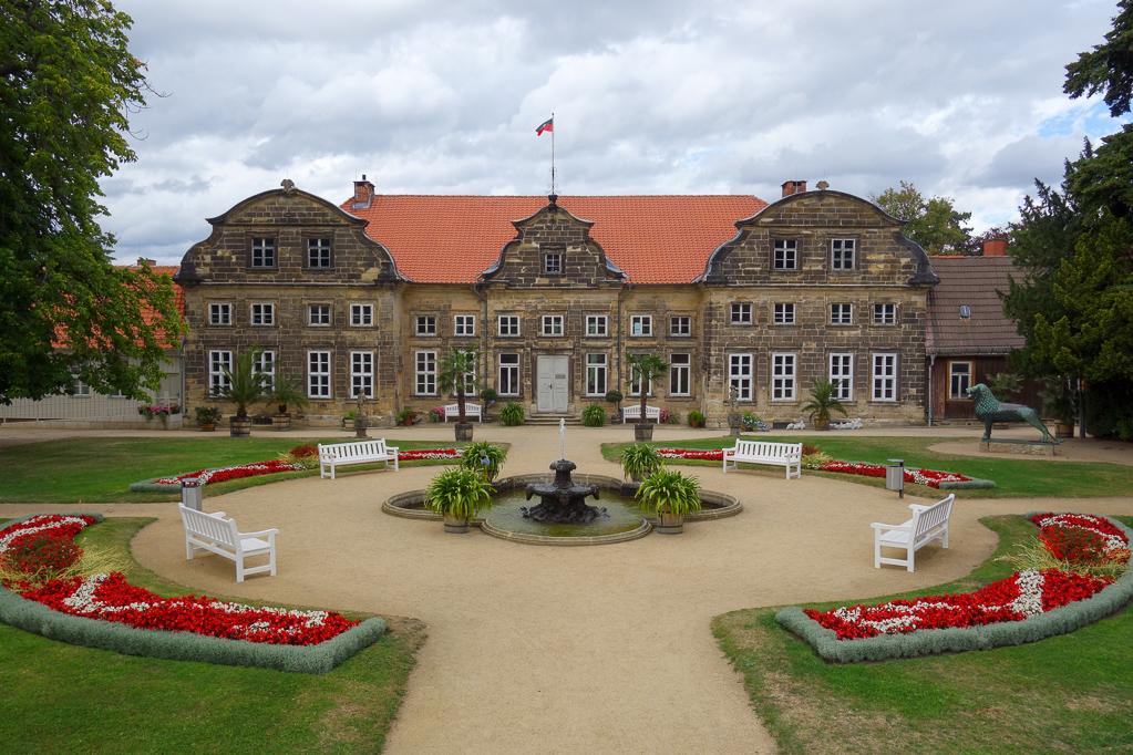 Blick auf die Gärten und das kleine Schloss Blankenburg