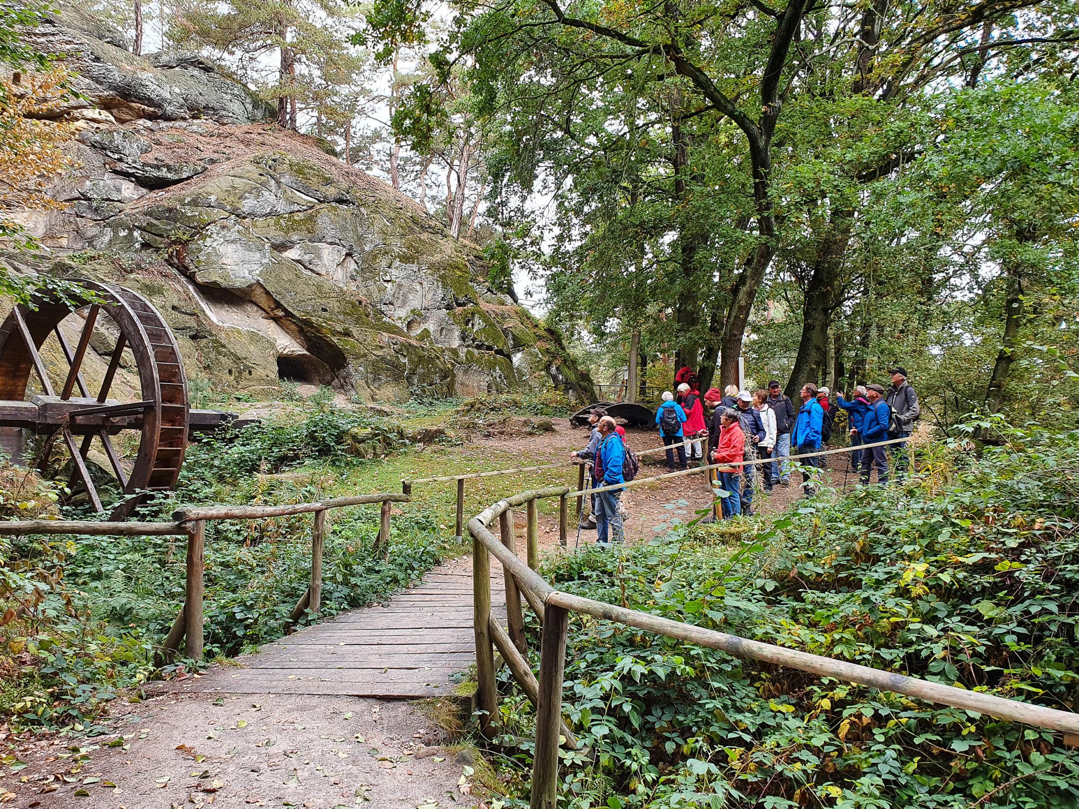 Die Wandergruppe an der Regensteinmühle