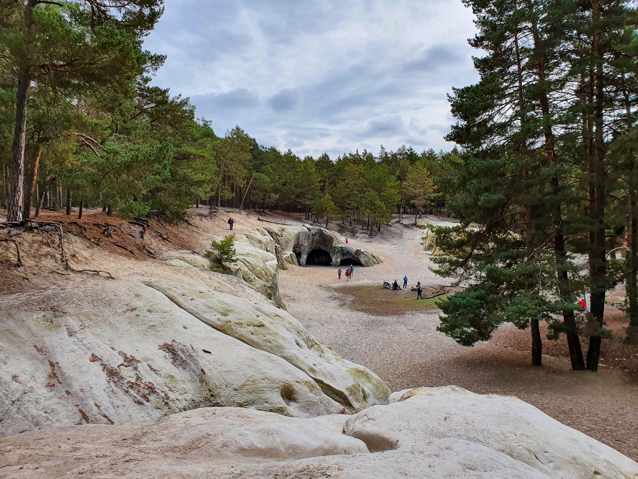 Die großen Sandsteinhöhlen