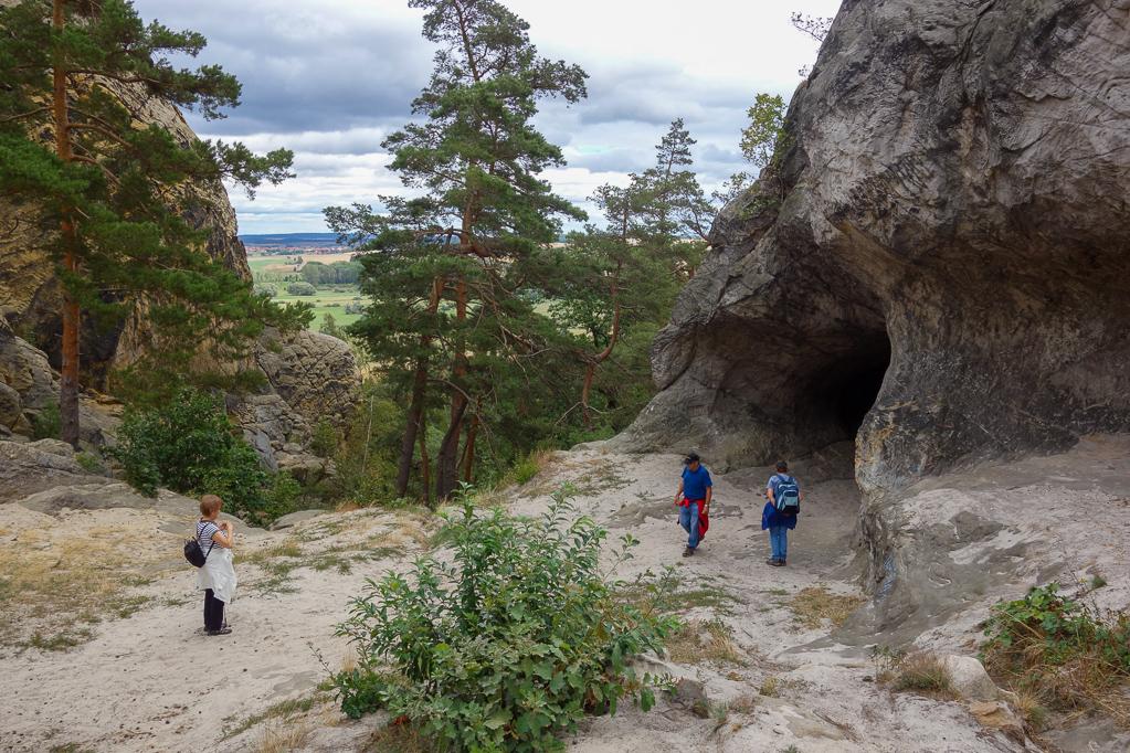 Höhle im Sandsteinfels
