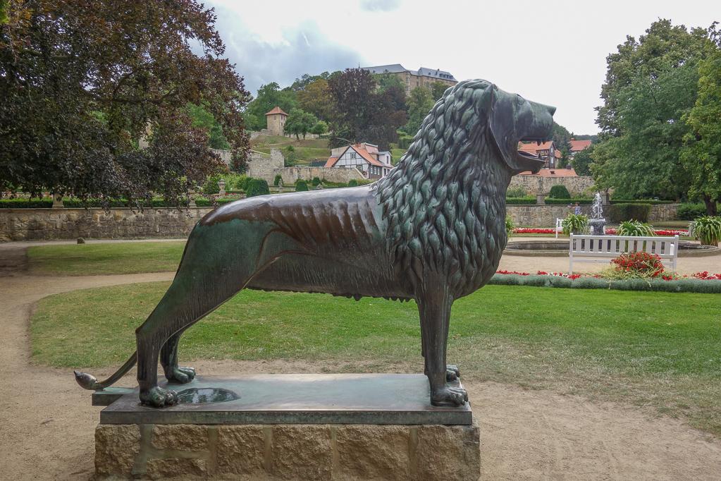Nachbildung vom Braunschweiger Löwen vor dem kleinen Schloss