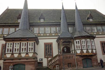 Das Einbecker Rathaus mit seinen drei Rundtürmen