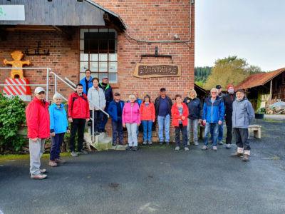 Die Wanderer treffen sich an der Dörpmühle