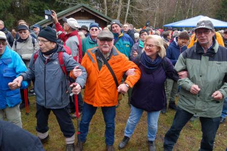 Schunkeln zu den Klängen vom Musikzug der Freiwilligen Feuerwehr Grünenplan
