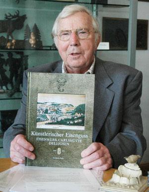 Autor Friedrich Heise mit seinem neuen Buch