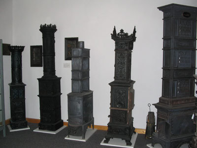 Eisenverhüttung und Eisenverarbeitung der Carlshütte (1728-1982): Diese gußeisernen Hausöfen entstanden im 19. Jahrhundert