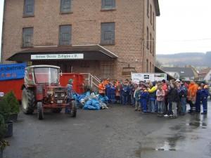 Die Beteiligten und der gesammelte Müll